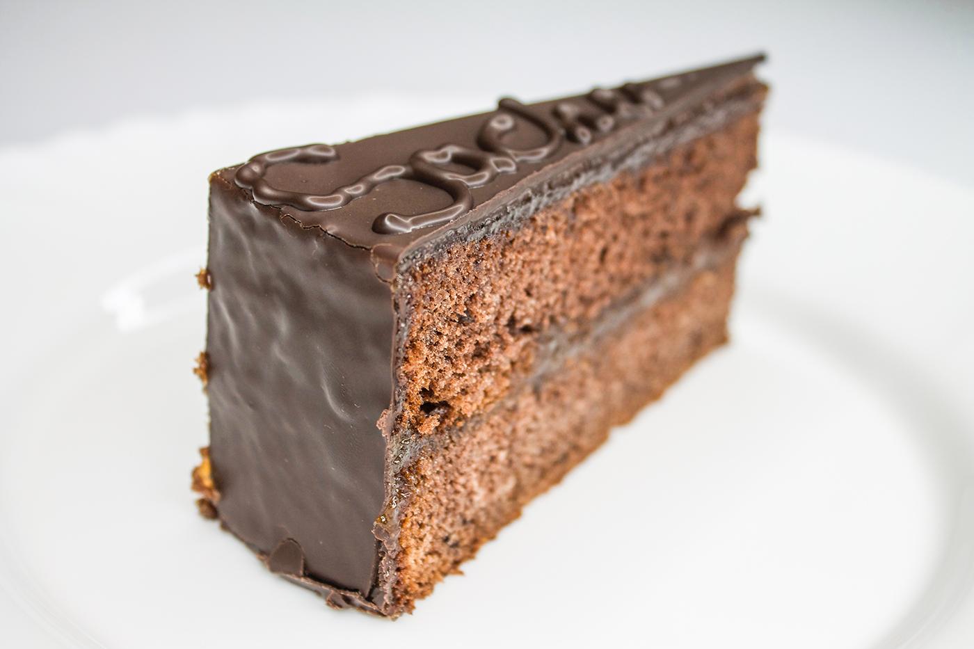 Gluténmentes, lisztmentes, cukormentes, tejmentes, laktózmentes, tartósítószer-mentes, térfogatnövelő-mentes, habosítómentes, ízfokozómentes, színezékmentes, idegméregmentes, mindenmentes, egészséges, Paleo Sacher torta
