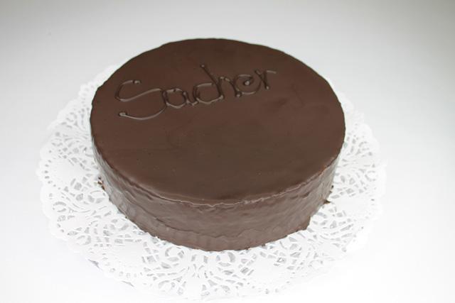 Gluténmentes, lisztmentes, tejmentes, laktózmentes, tartósítószer-mentes, térfogatnövelő-mentes, habosítómentes, ízfokozómentes, színezékmentes, idegméregmentes, mindenmentes, egészséges, Gluténmentes Sacher torta