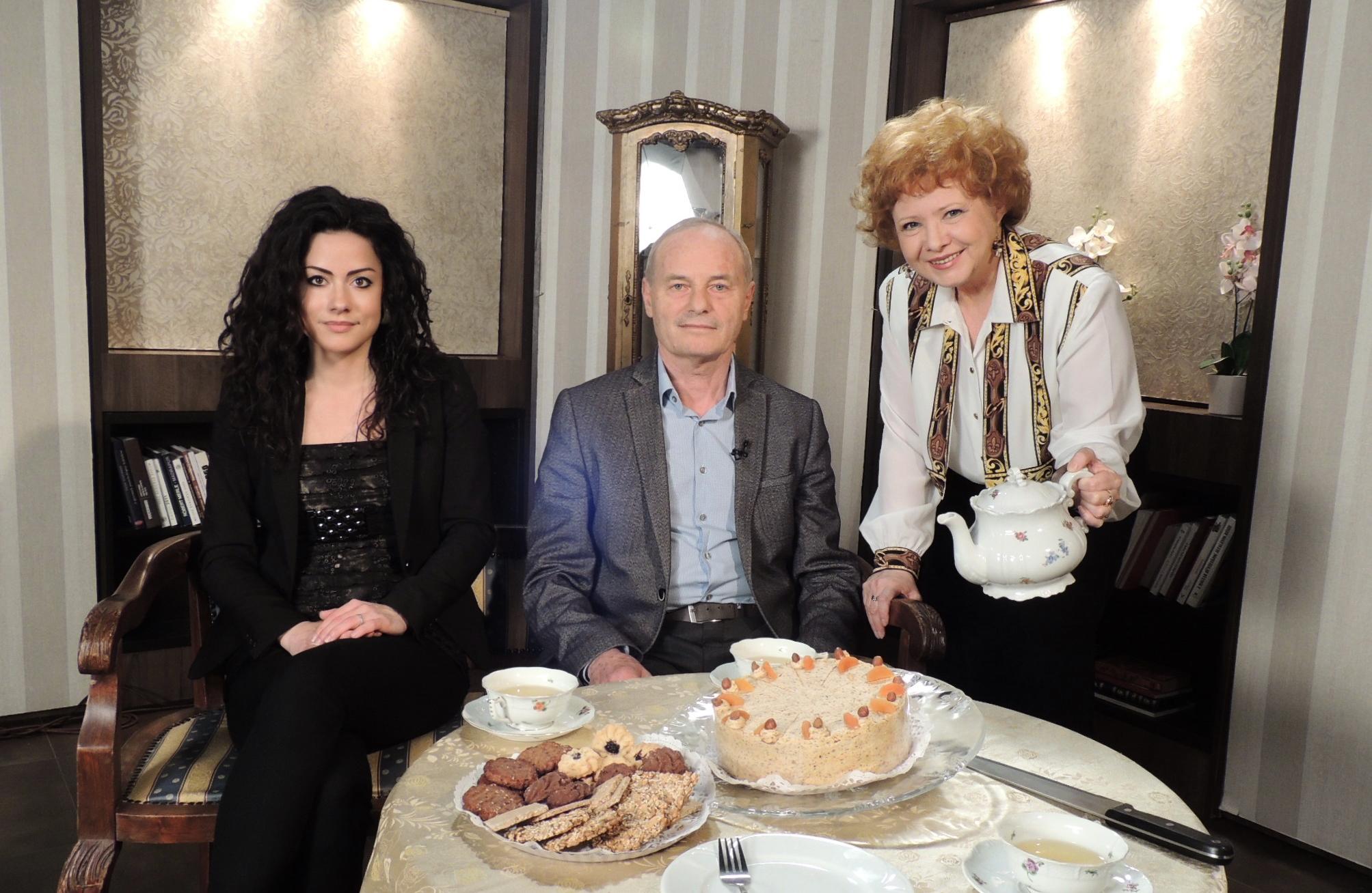 A 6-os csatornán, a Tea Glóriával című műsorban Geszty Glória vendégei voltunk