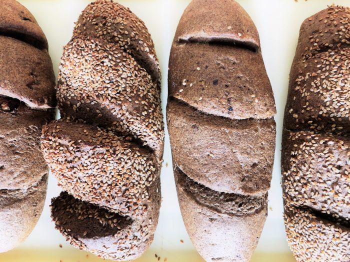glutenmentes tejmentes adalekmentes elesztomentes szezamos es dios kenyerek e1552585514448 scaled