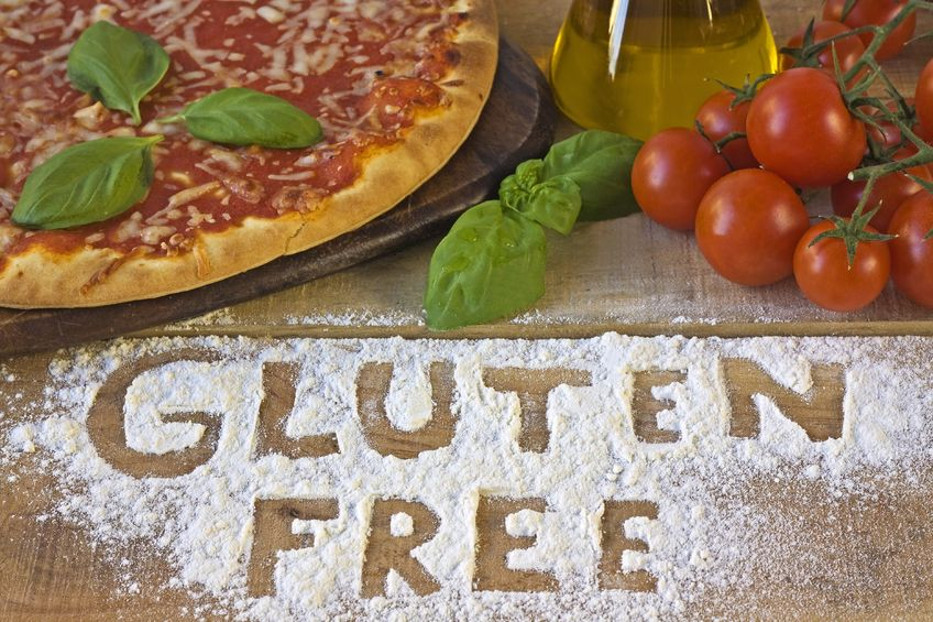 Gluténmentes pizza paradicsommal és bazsalikommal